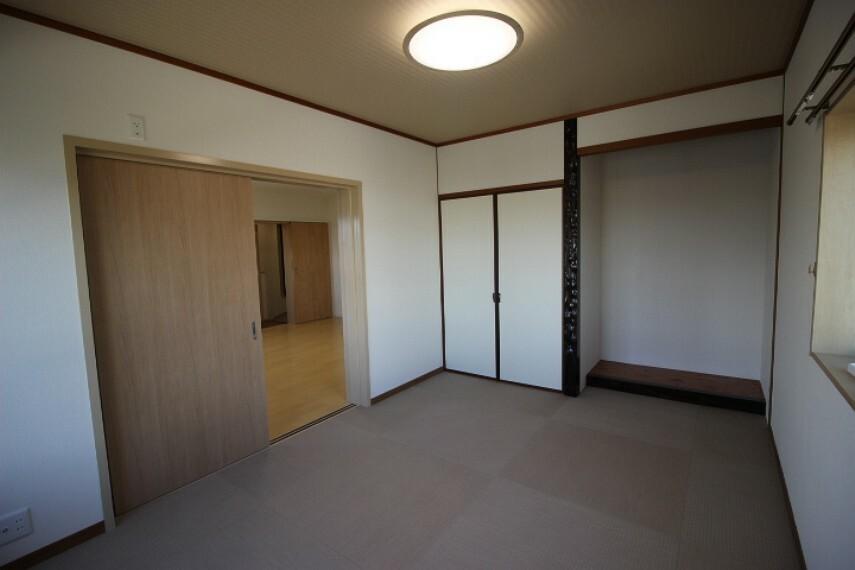 和室 6畳和室 10帖洋室の奥にある居室です
