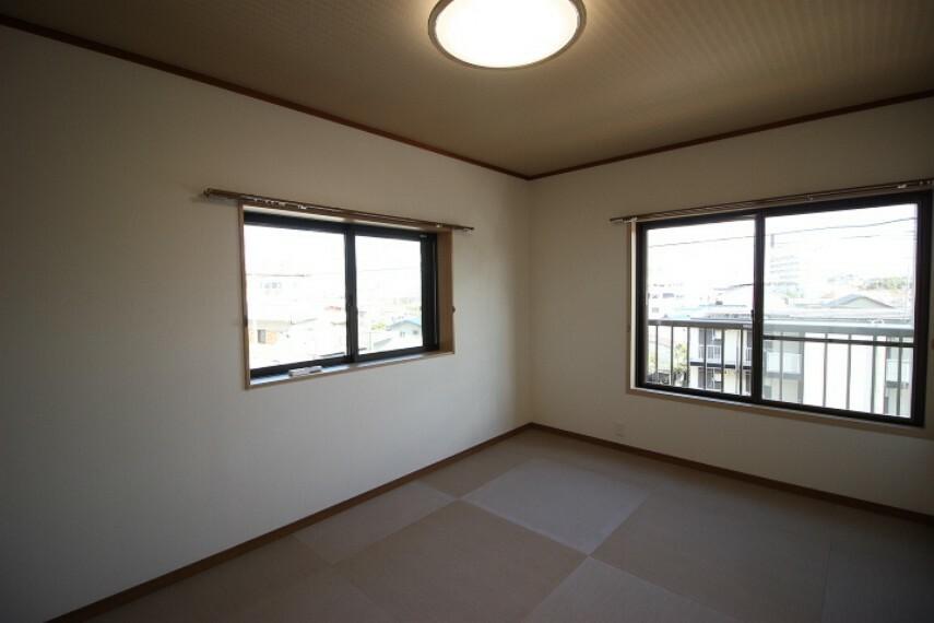 和室 6畳和室 二面採光で明るく開放感があります