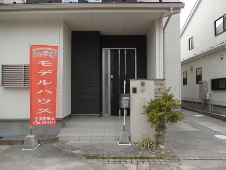 玄関 玄関へのアプローチ。