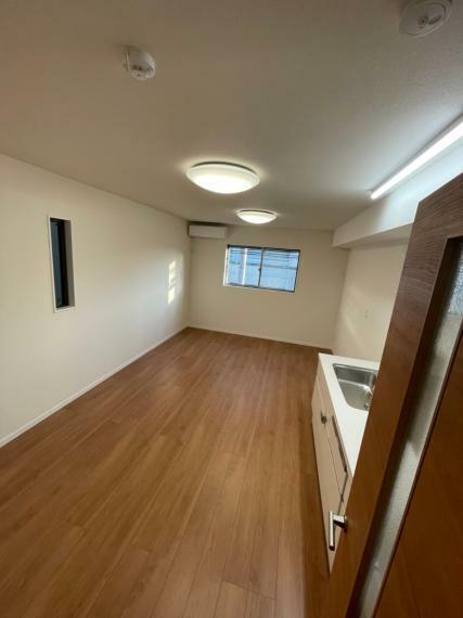リビングダイニング 築1年3ヶ月(令和元年10月新築)新築後、未入居に付き、とても綺麗です  3LDK(1階:洋室:約5.8帖/2階:LDK:約11.5帖/3階:洋室:約5.8帖/3階:洋室:約6.4帖)