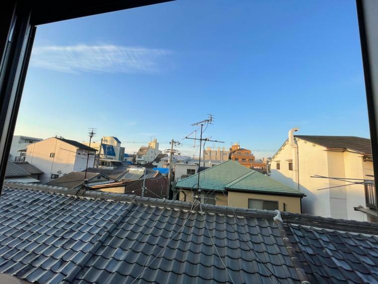 眺望 3階北側からの眺望です。前面さえぎる建物なく風通し・日当たり良好です