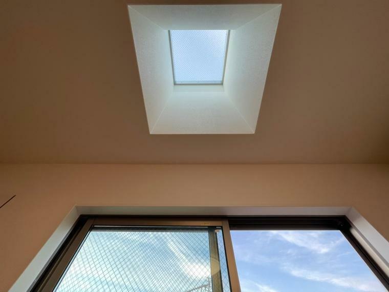 3階洋室:北側 天窓(トップライト:ルーフウインドウ) 採光「固定式(フィックス)」