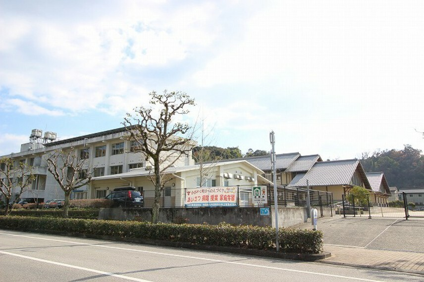 小学校 【小学校】南国市立 十市小学校まで499m