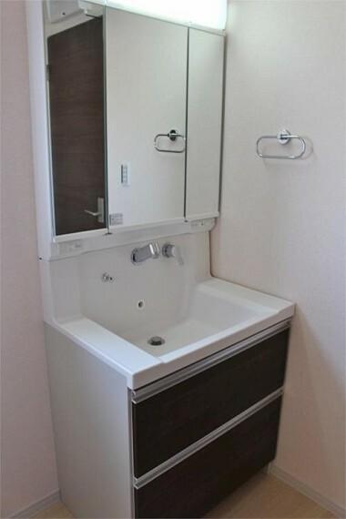 同仕様写真(内観) シャワー付き洗面台【写真は同仕様】