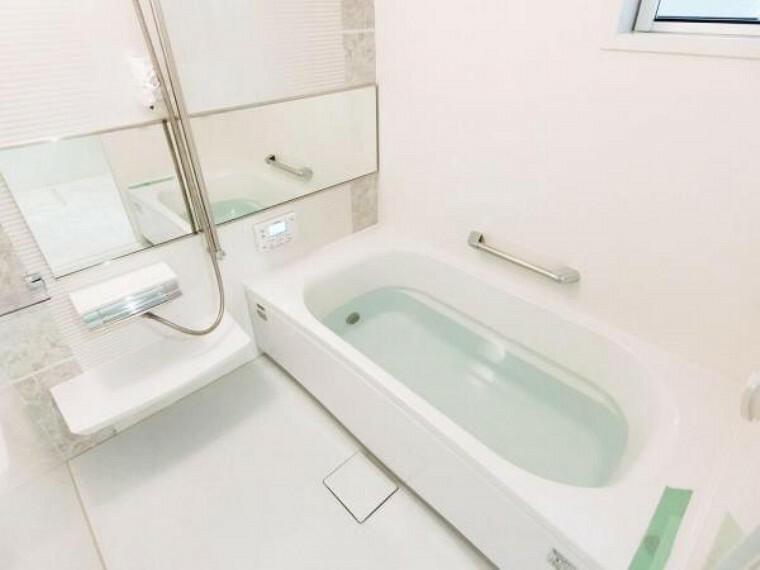 浴室 追焚き機能付きオートバス、浴室暖房乾燥機が標準設備。忙しいママの家事負担を減らしてくれます。