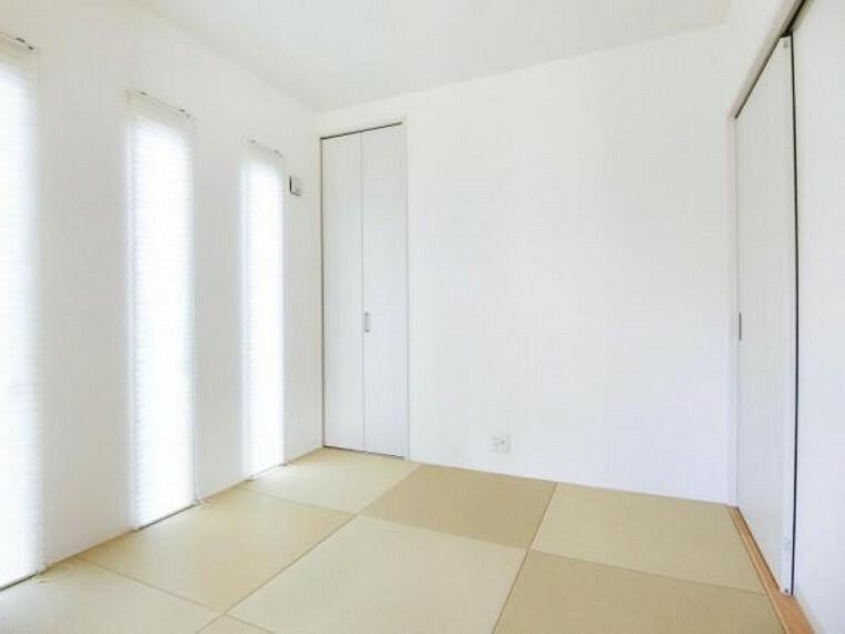 小さなお子様が遊んだり、ゆっくり寝転がるのにぴったりな和室がリビング横に併設されています。