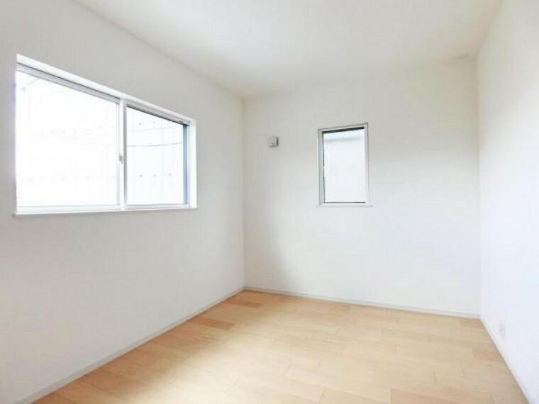 2階洋室は全て2面採光角部屋となっているので、明るく開放的です。