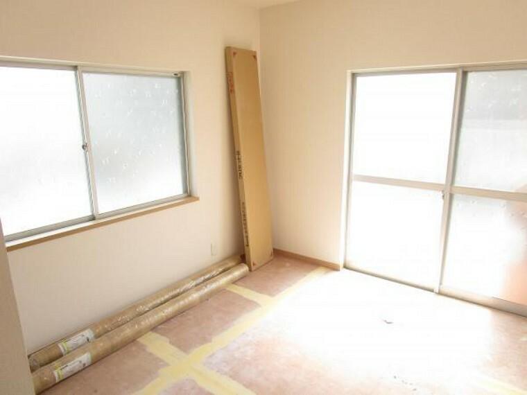 【リフォーム中】1階4.5帖洋室は天井・壁をクロス貼りにし、床材を貼替予定です。(2021.2.27撮影)