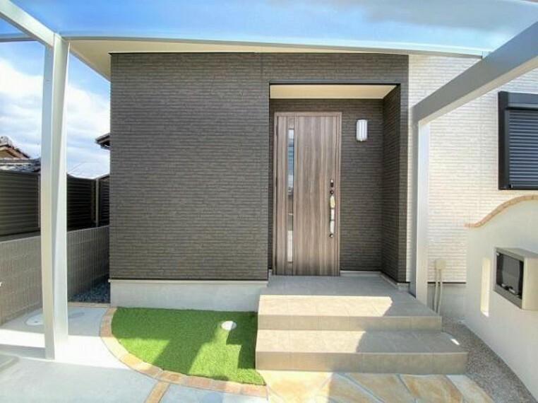 玄関 玄関は防犯面も安心のダブルロックドア