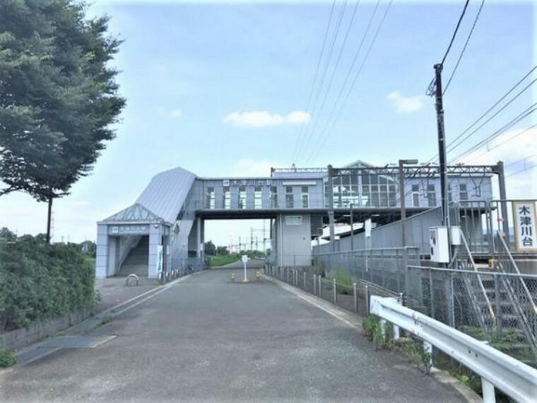近鉄京都線「木津川台駅」まで徒歩約8分(約640m)