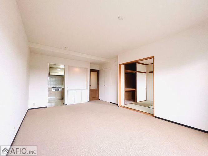 居間・リビング 清潔感のある白を基調としたリビング!