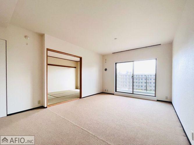 居間・リビング 大きな窓があり開放感あふれる広々スペース。