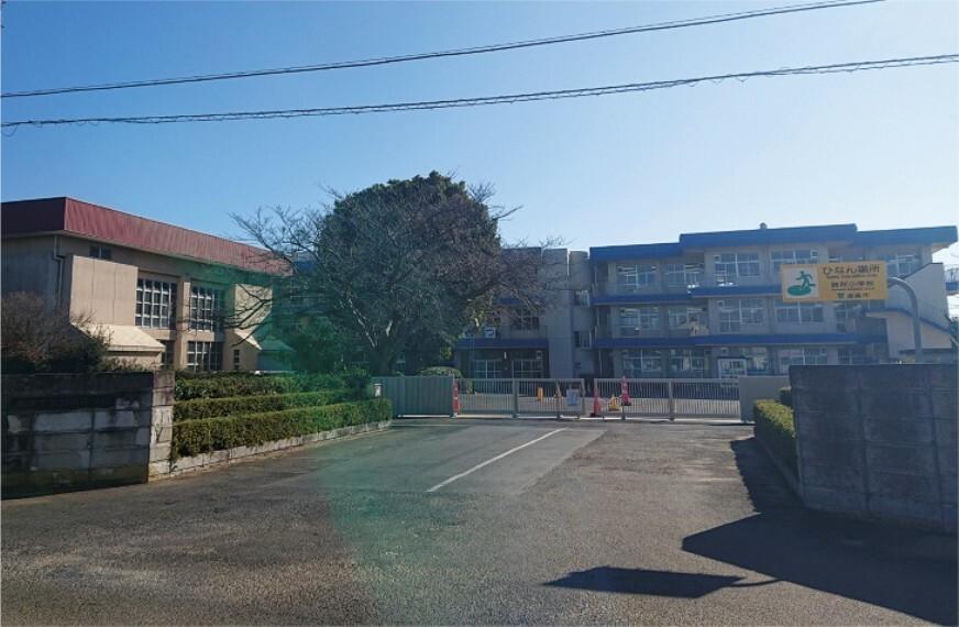 小学校 現地からの距離(m):400m 現地からの徒歩分:5分