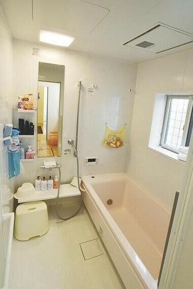 浴室 お洗濯を一晩で乾かせる、浴室乾燥機搭載です。