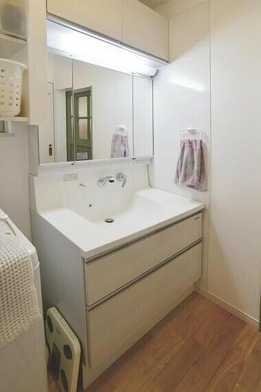 洗面化粧台 毎日忙しいミセスの家事ラクをサポートします。