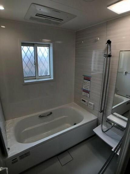 浴室 浴室乾燥機がついています。雨の日のお洗濯も安心ですね。