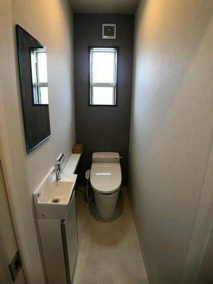 トイレ 手洗いが別に配置されており少しリッチな気分ですね!