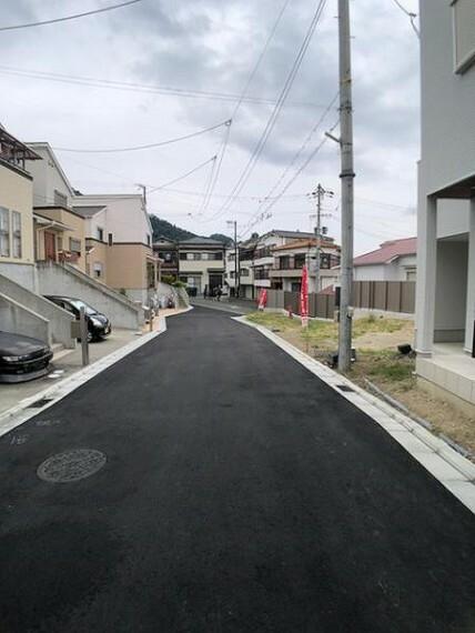 現況写真 前道は少し狭いですが、車通りは少ないです!