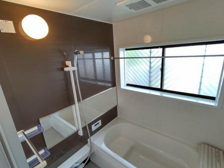 浴室 【リフォーム後写真】浴室はハウステック製の新品のユニットバスに交換しました。足を伸ばせる1坪サイズの広々とした浴槽で、1日の疲れをゆっくり癒すことができますよ。