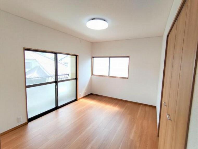 【リフォーム後写真】2階の南向きの洋室です。約1畳分のクローゼットを新設しました。