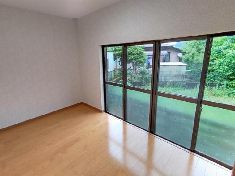 【リフォーム後/4.67帖洋室】広い窓のお部屋です。クローゼットを新設しました。個人のお部屋などにいかがでしょうか。