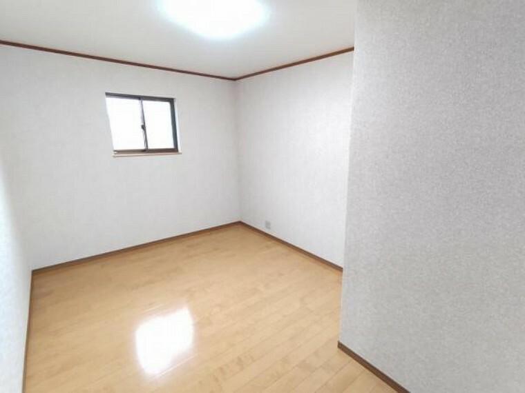 【リフォーム後/5.5帖洋室】和室を洋室に変更しました。個人のお部屋や趣味のお部屋にちょうどいい広さです。