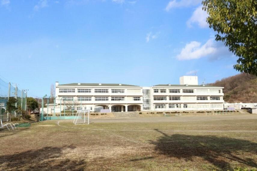 中学校 松陵中学校まで1300m(徒歩17分)
