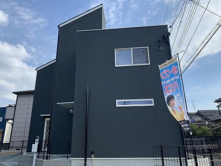 現況外観写真 駐車スペース2台可!オール電化住宅! オークワ田原本店まで約1,140m
