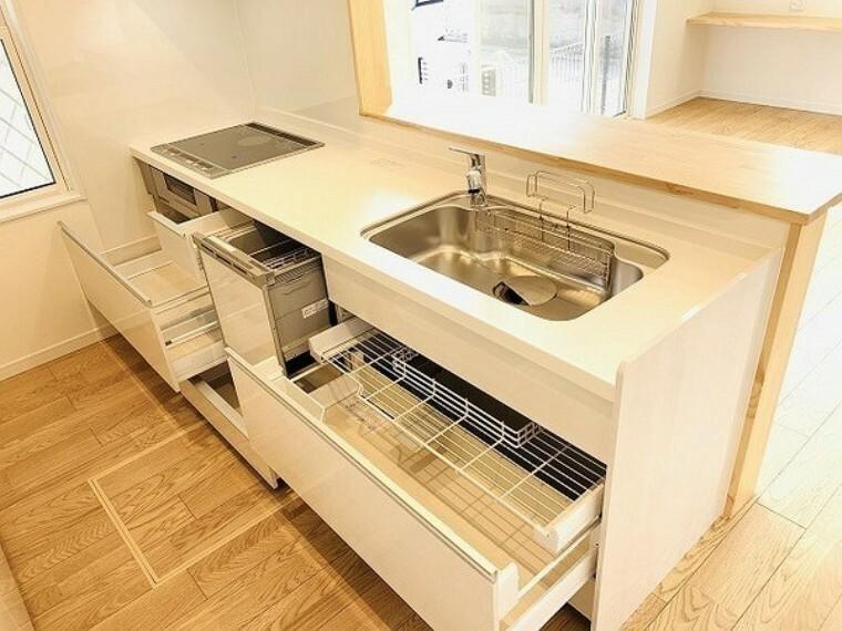 キッチン 収納も大容量。食洗器付き!お鍋やフライパン、油や調味料などを収納できます。キッチンがスッキリすると食事の支度や片付けがはかどります。