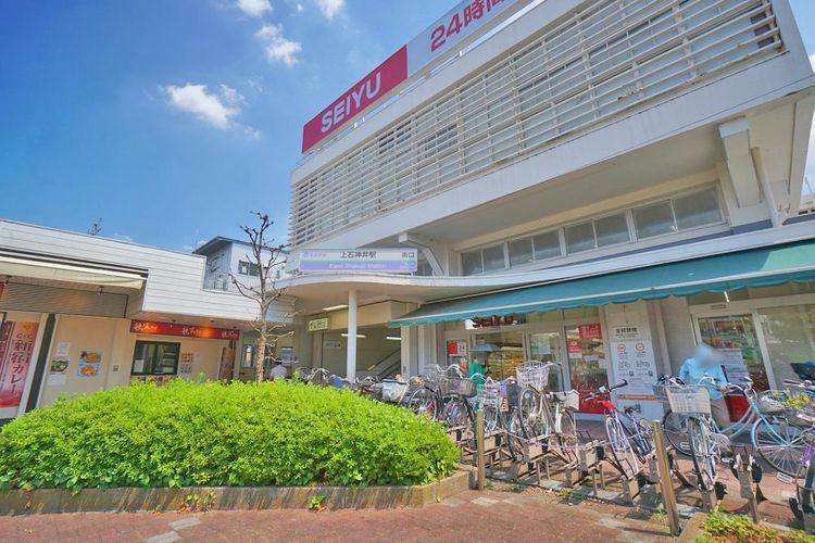 上石神井駅(西武 新宿線) 徒歩14分。駅前にはスーパー「西友」や商業施設が多く暮らしやすい。西武新宿行きの始発駅なのでゆっくり座って通勤することも可能。吉祥寺駅・西荻窪駅へのバス便も多く、中央線・…