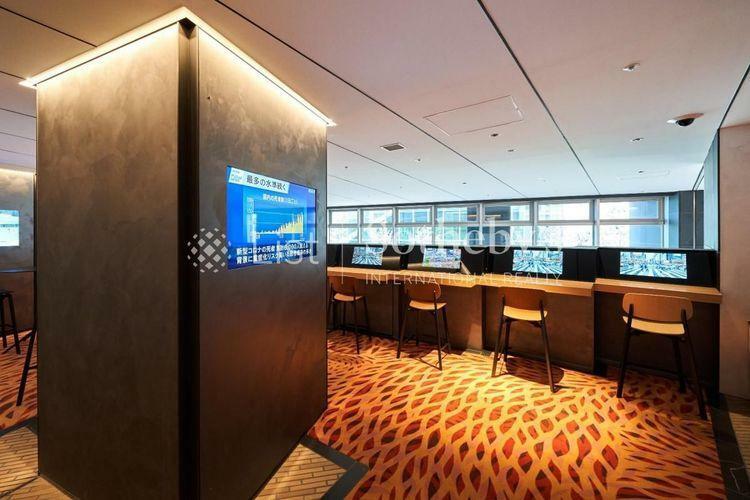 Media Lounge  人と情報が行き交う空間。ビジネスシーンに応えるために、プリンターを設置したオフィスサポートコーナーを隣接させています。