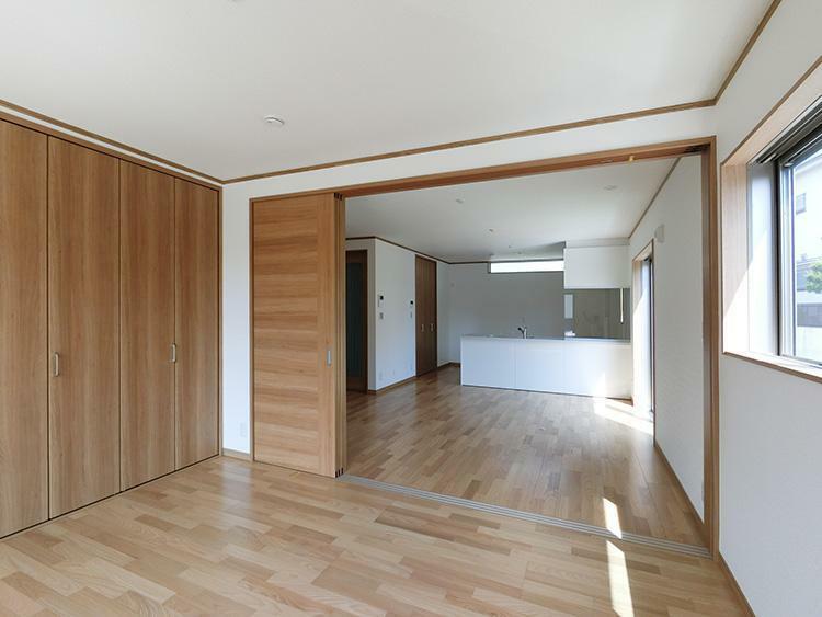 基本プランを基に、2階洋室の壁をなくして部屋を繋げたいなど部分的な間取りの変更や、一から間取りをおこすフリープランもご対応が可能です。詳しくはお問合せ下さい。