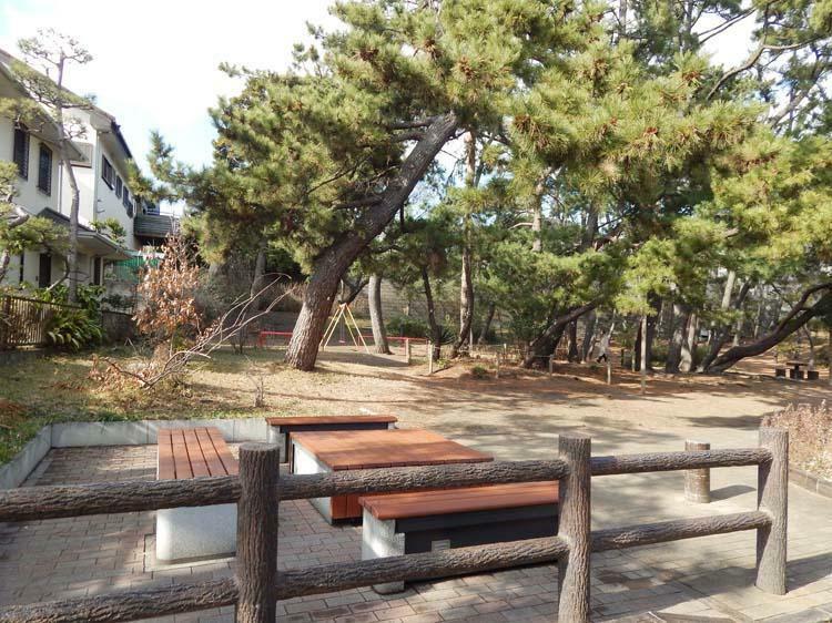 公園 堂面第二公園まで450m 住宅街の中のゆったりした雰囲気の公園。2000年以降につくられた新しい公園で公園の設備には水飲み・手洗いがあります。