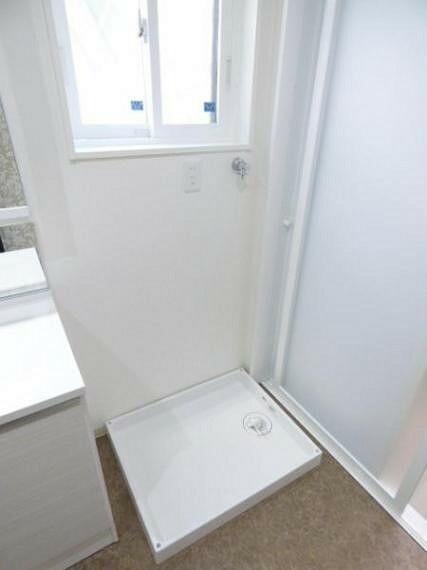 洗面脱衣室には、洗濯防水パンも。