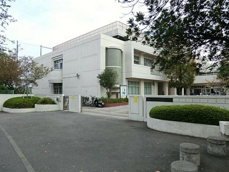 中学校 横浜市立釜利谷中学校まで約700m