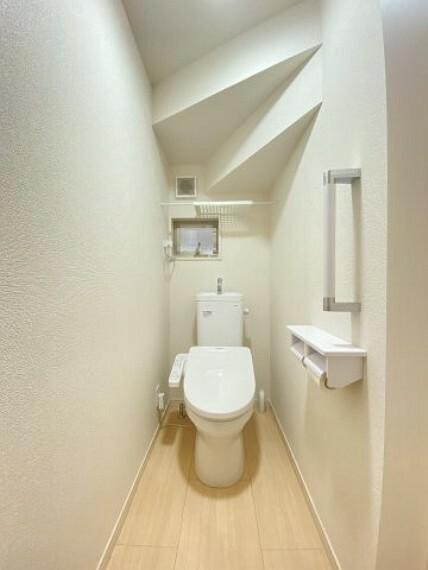 トイレ 2Fにもトイレ有!ウォシュレットタイプで使いやすいですよ