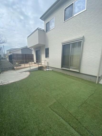 庭 芝をひいたお庭!ご家族楽しく遊べます
