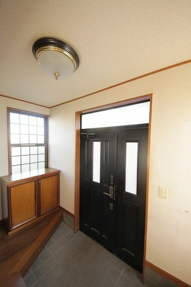 玄関 地面より高い位置にある玄関は、雨水の侵入を防いでくれます