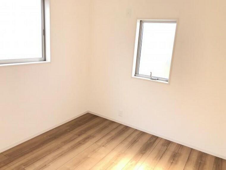 【洋室】3部屋の洋室は、寝室や子供部屋、趣味の部屋など多彩に利用可能