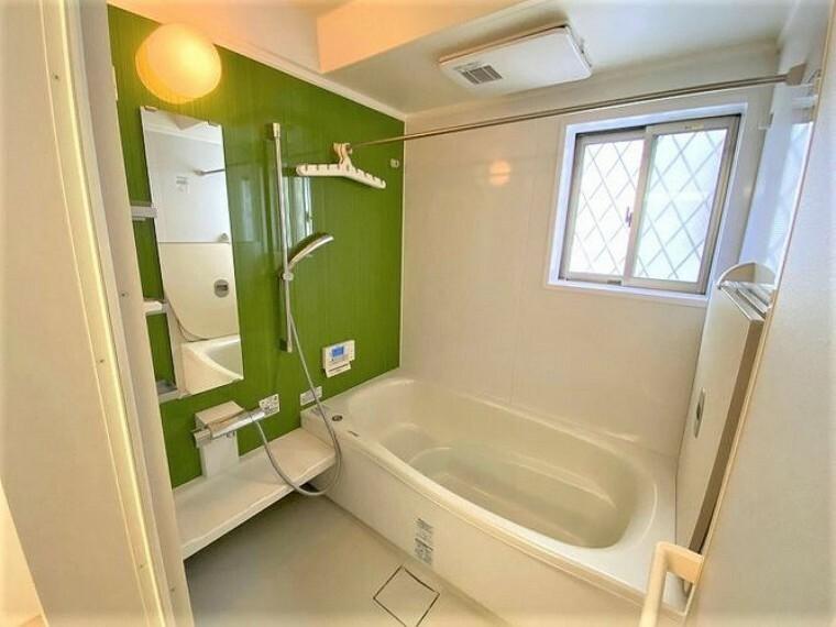 浴室 浴室乾燥機のついたバスルームは冬場や梅雨時の洗濯物を乾かすのに大変便利です