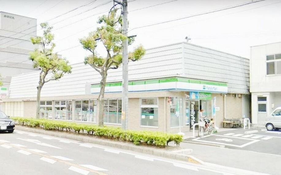 コンビニ ファミリーマート岡崎竜美台二丁目店 徒歩4分。