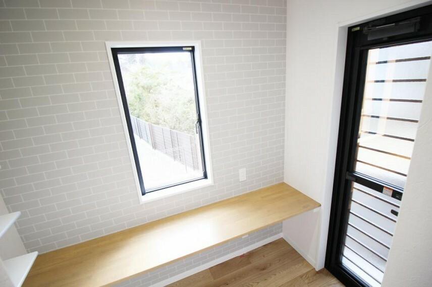 収納 家事室は、料理の傍ら、他の家事や趣味スペースにもぴったり