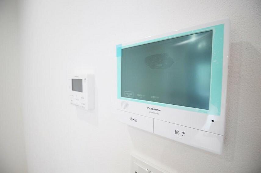 防犯設備 大画面で見やすいモニター付インターフォン!不在時でも来訪者の映像を自動で録画します!