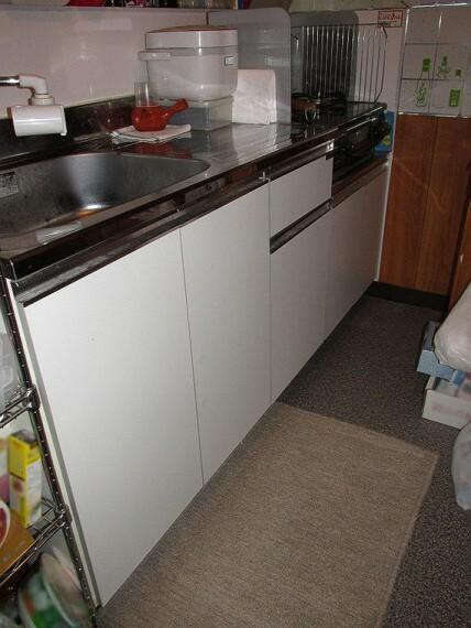 キッチン 収納付きのキッチン