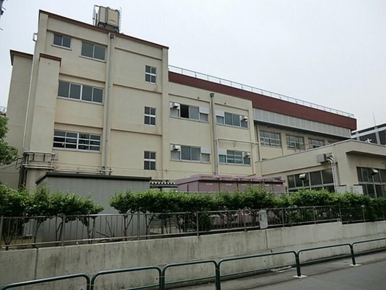 中学校 千寿青葉中学校:1200m:地域から愛されていた足立三中と足立十五中が統合し、新校として、千寿青葉中学校が平成15年4月に開校いたしました。