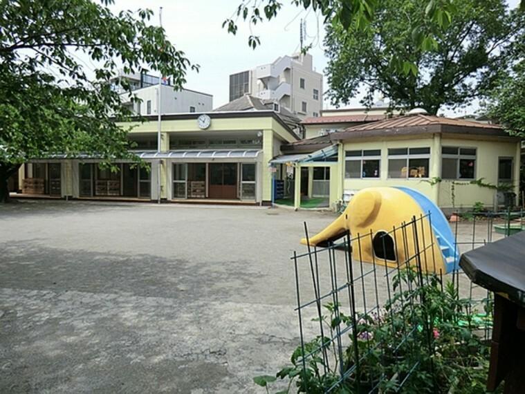 幼稚園・保育園 千住寿幼稚園:400m:緑あふれる豊かな環境の中で日々成長していく子ども達の心と体の発達を支えていきたいと千住寿幼稚園は考えています。
