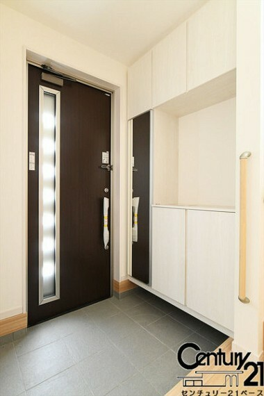 同仕様写真(内観) ■玄関には大容量シューズボックス完備です!■