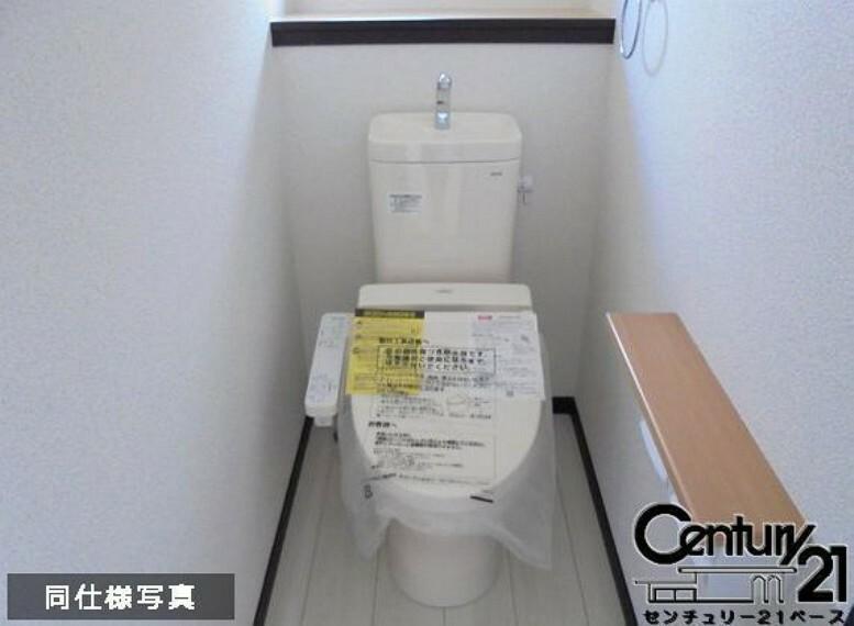 同仕様写真(内観) ■1・2階ともに『節水省エネ仕様シャワートイレ』を採用しています!■