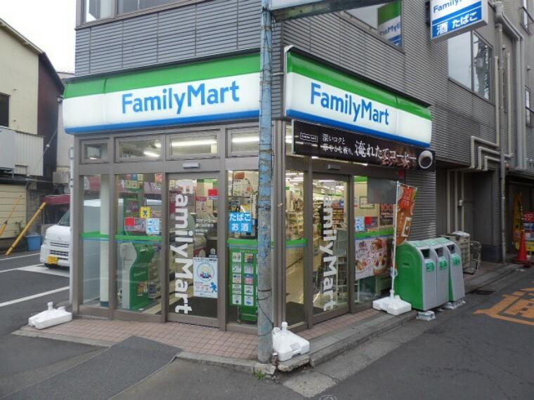 コンビニ ファミリーマート鐘ヶ淵駅前店