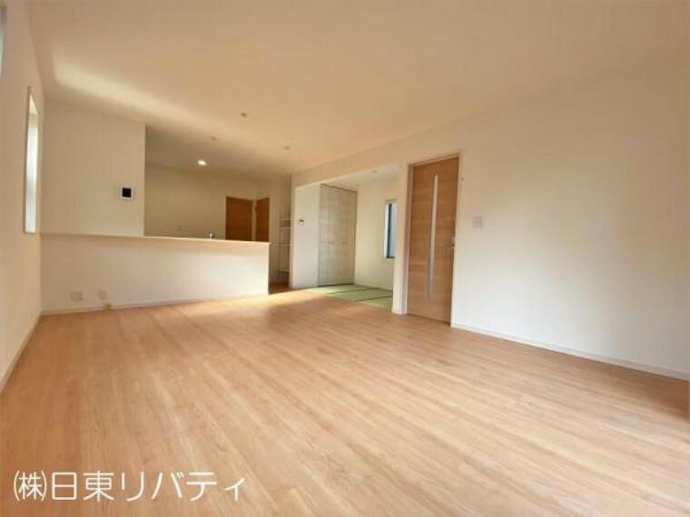 居間・リビング リビングには畳コーナーがあり、家族くつろぎの空間!!